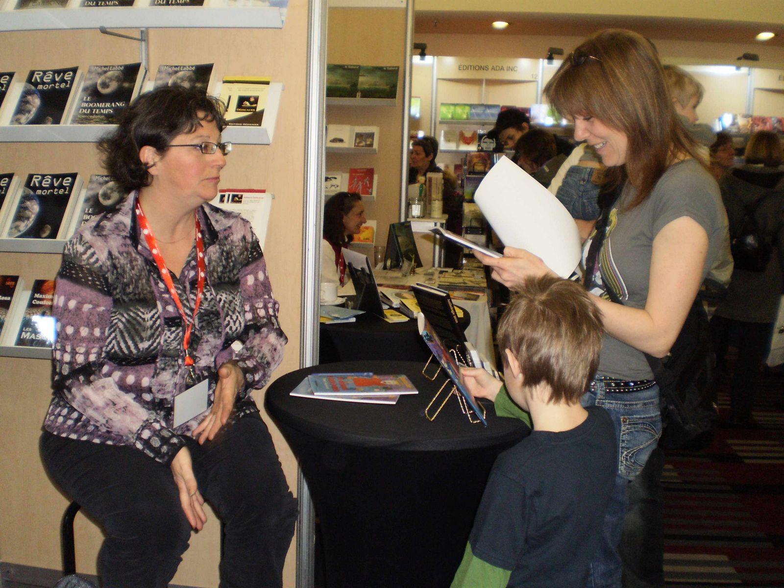 Caroline Côté au Salon du livre de Trois-Rivières